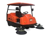 北海驾驶式扫地机 扫地机行走在清洁道路上