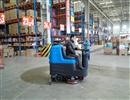 青岛驾驶式洗地机在车站里的清洁